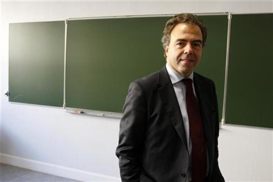 Luc chatel juge probables 16.000 suppressions de postes dans l'education