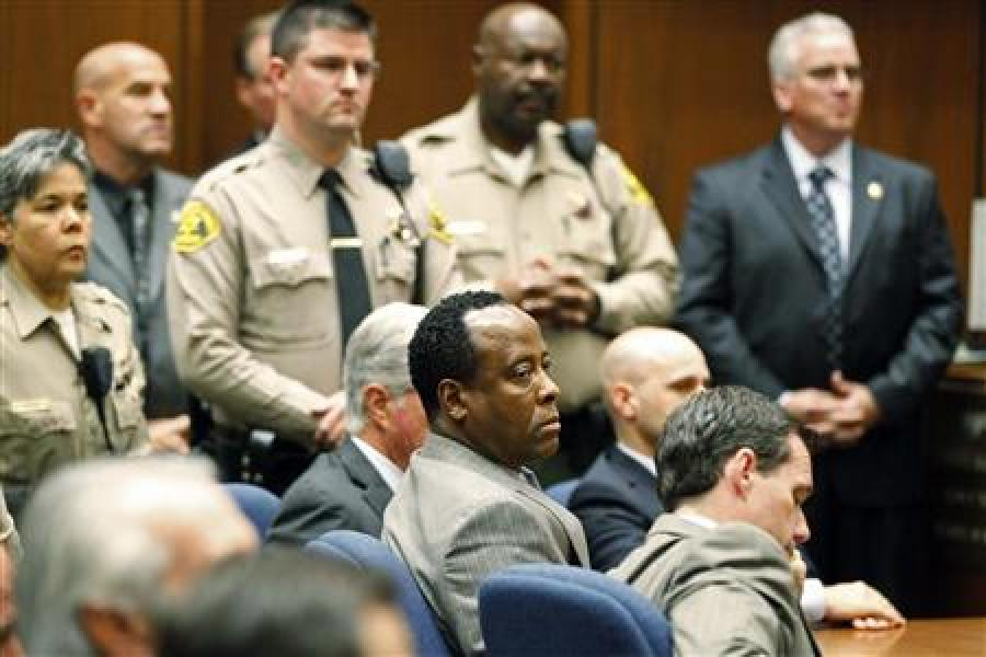 Le dr conrad murray reconnu coupable de l'homicide involontaire de michael jackson