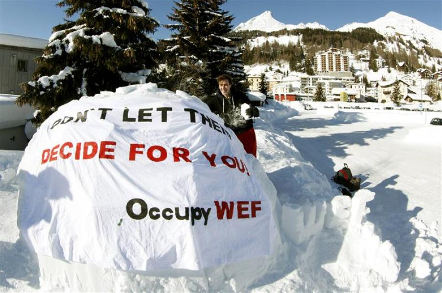 "Le mouvement ""occupy"" construit un campement à davos"