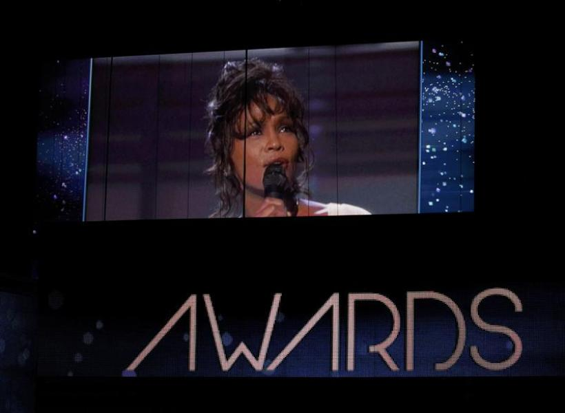 Les grammy awards rendent hommage à whitney houston