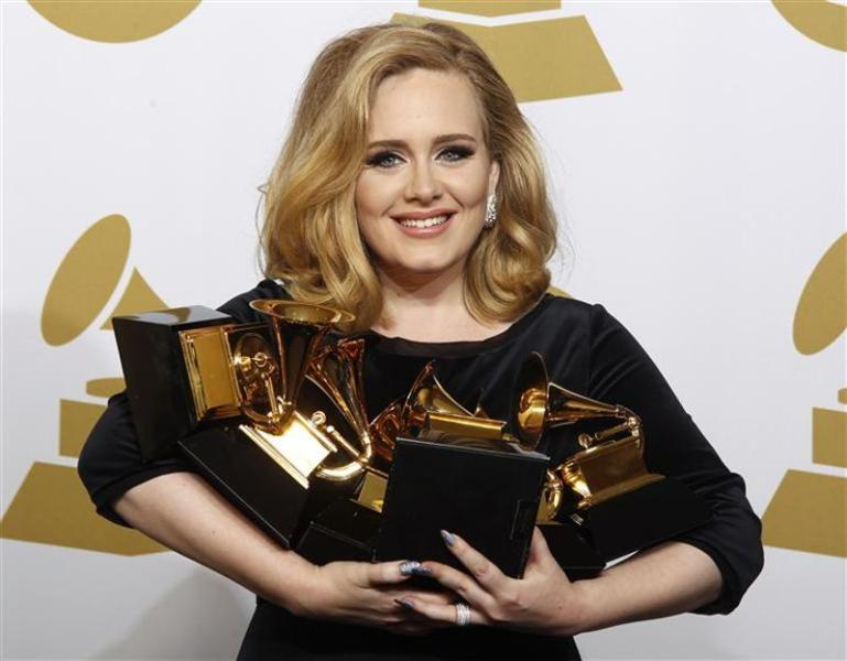 Adele detrône withney houston