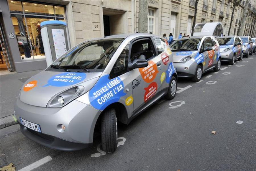 Autolib poursuit son déploiement malgré l'interdiction de son nom