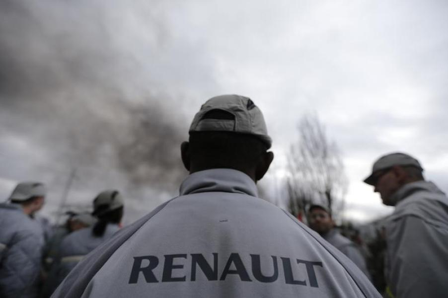 Arnaud montebourg invite implicitement les syndicats de renault à signer un accord