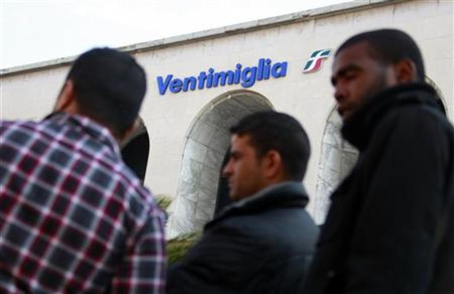 Migrants transitant par l'Italie pour se rendre en France, début avril 2011.