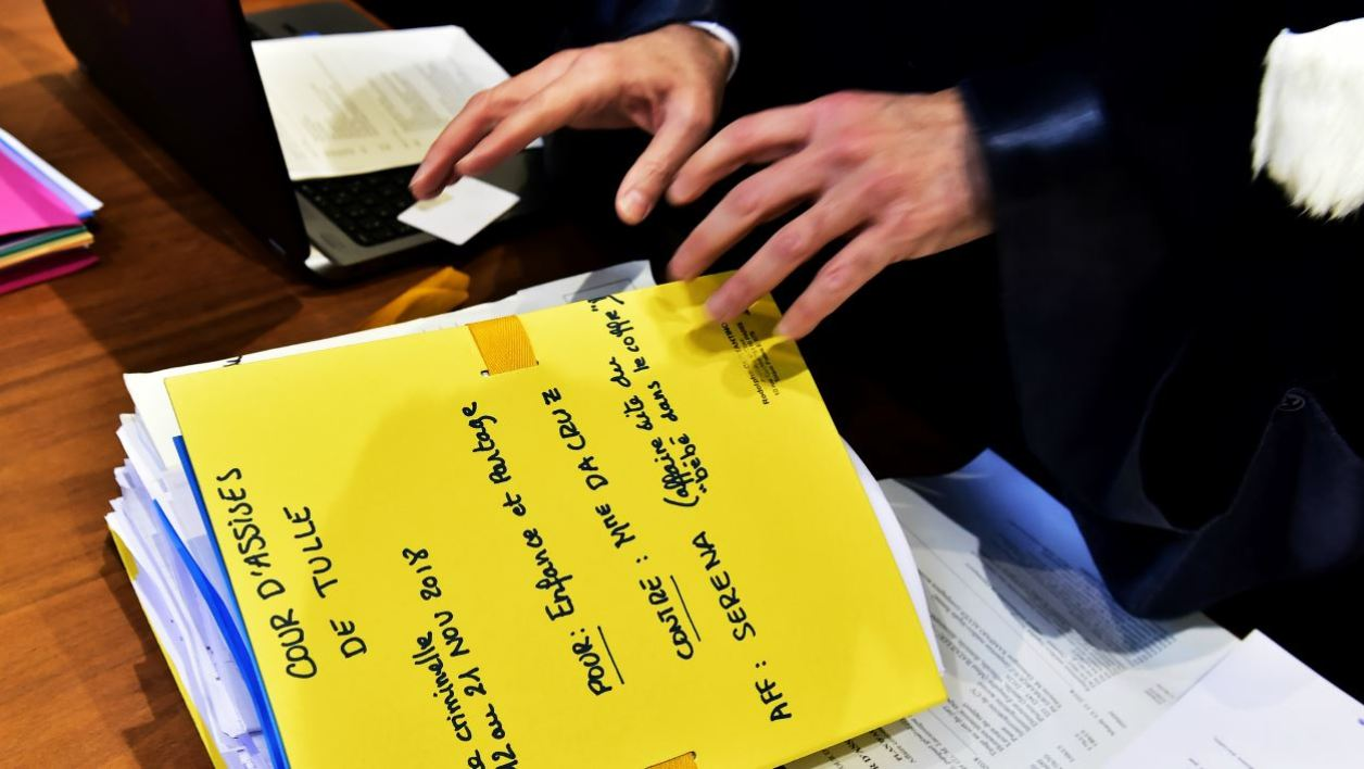 Evidences (L) and files are pictured during the trial of Rosa Maria Da Cruz, the mother of Serena, at the Assize Court of Tulle, central France, on November 12, 2018. Serena was found in October 2013 in the trunk of her mother's vehicle by employees of a garage in Terrasson, allegedly being kept in the truck of the vehicle for the past three years. GEORGES GOBET / AFP