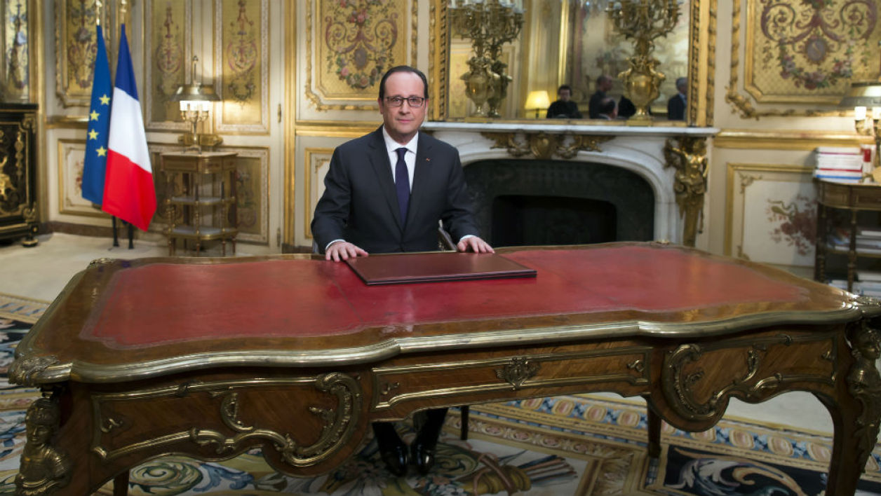 Voeux de fran ois hollande twitter raille son bureau vide for Windows 7 bureau vide