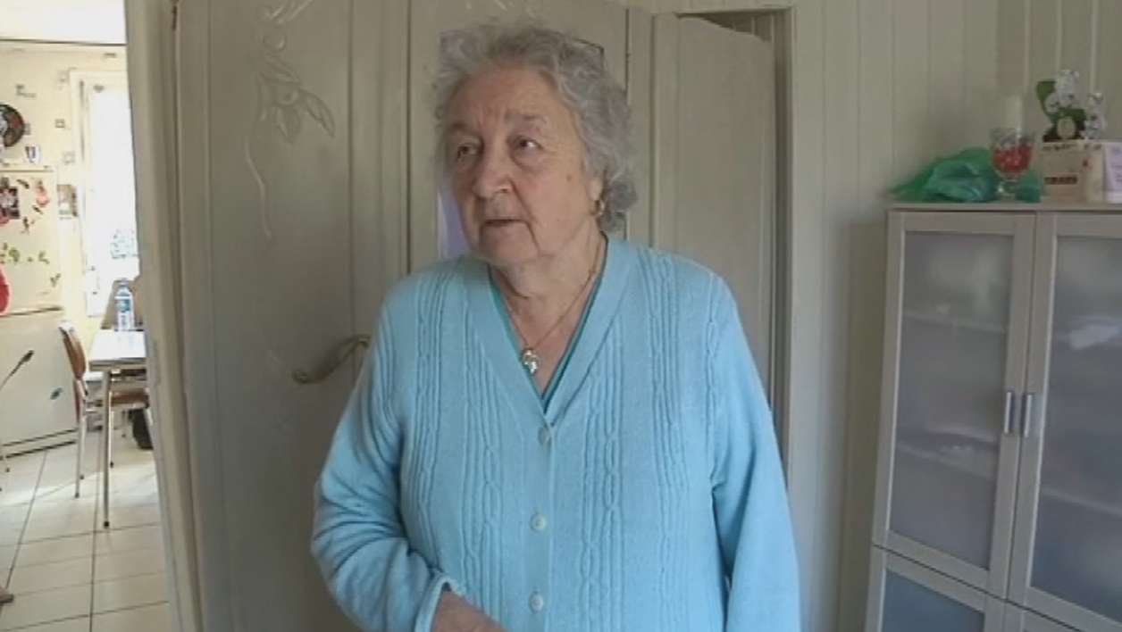Micheline, 84 ans, raconte son agression à Calais en 2009.