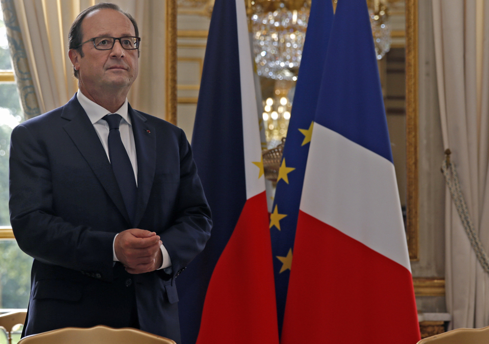 FRANCE, Paris : French President Francois Hollande is seen before a signature ceremony attended by Philippine President Benigno Aquino III at the Elysee Palace in Paris September 17, 2014. AFP PHOTO / POOl / CHRISTIAN HARTMANN