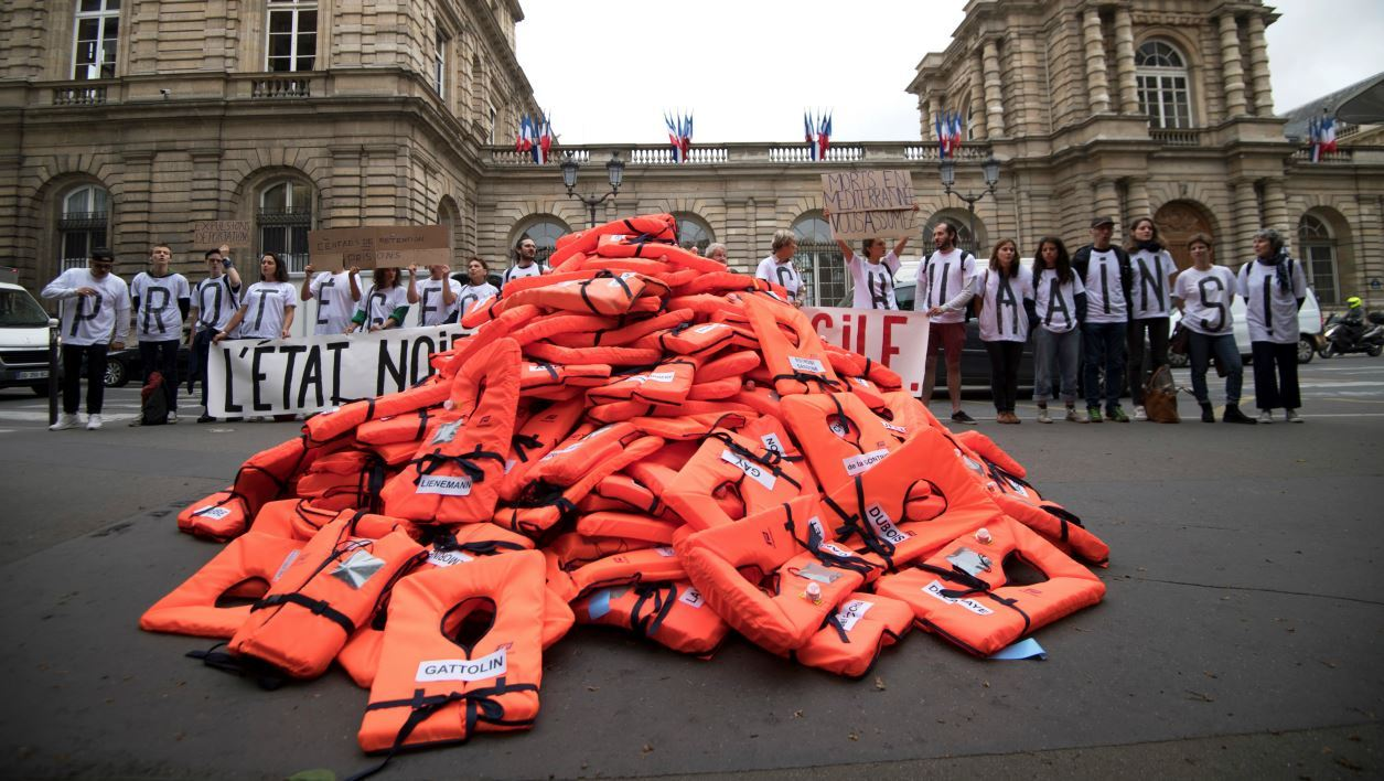 Members of the collective 'Accueil De Merde' (A Shitty Welcome) droped lifejackets in front of the French Senate to protest against the government's immigration policy, on June 19, 2018 in Paris.  Eric Feferberg / AFP