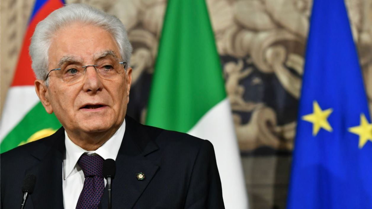 Italy's President Sergio Mattarella addresses journalists after a meeting with Italy's prime ministerial candidate Giuseppe Conte on May 27, 2018 at the Quirinale presidential palace in Rome. Italy's prime ministerial candidate Giuseppe Conte gave up his mandate to form a government after talks with the president over his cabinet collapsed.