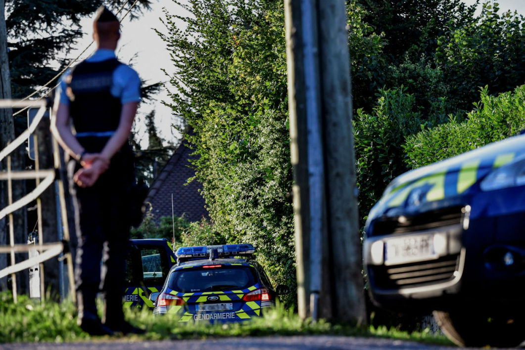 French gendarmes stand next to their vehicles in front of the house of a man charged with kidnapping following the disapperance of a nine-year-old girl, as the house is being searched on September 5, 2017 in Domessin, near the southeastern village of Pont-de-Beauvoisin.  Jeff Pachoud - AFP
