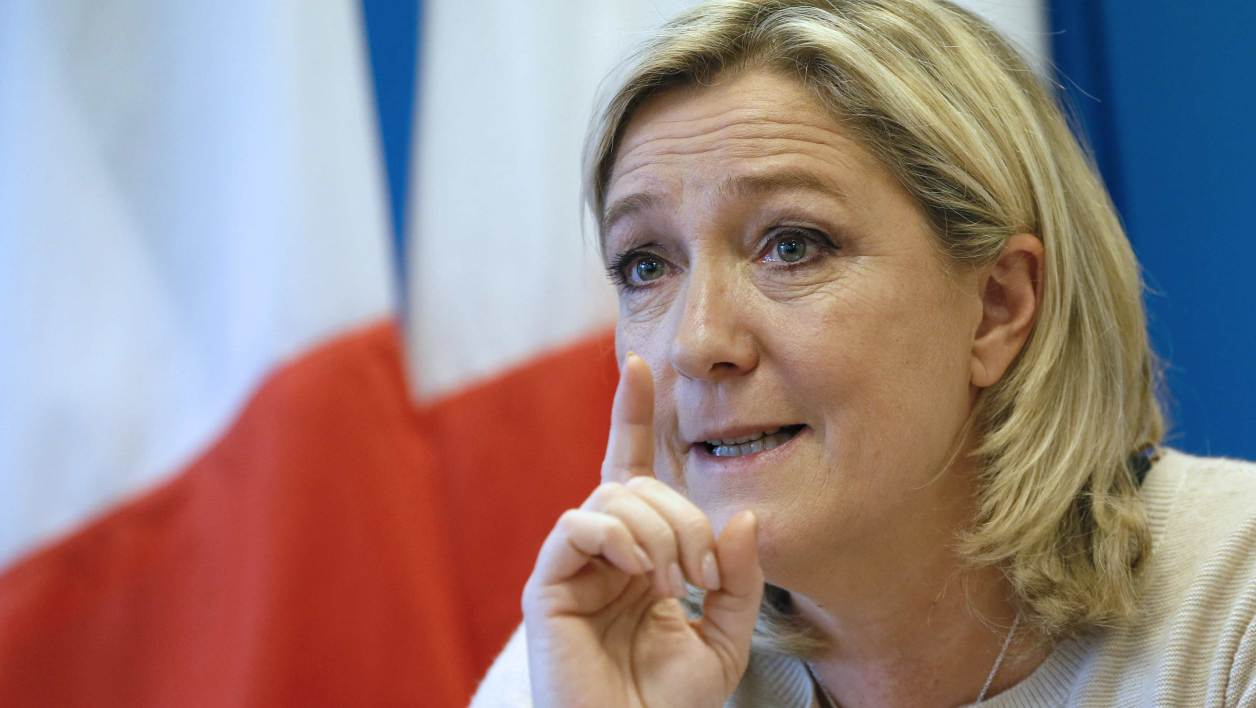 "Marine Le Pen juge qu'il ""n'y a plus d'union nationale""."