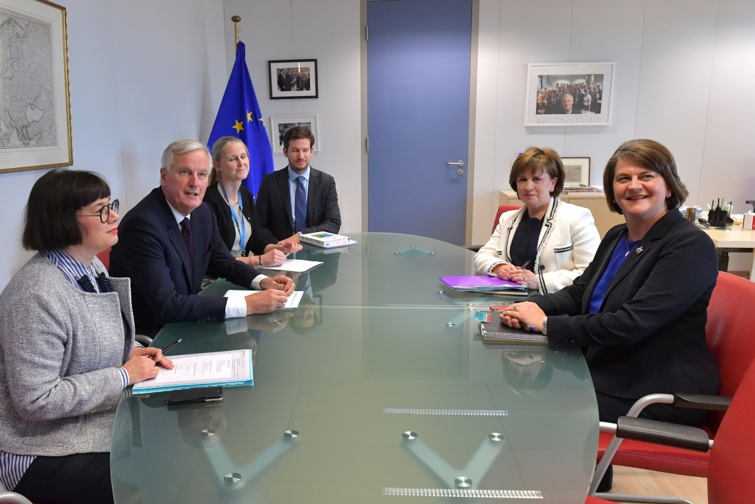 Leader of Northern Ireland Democratic Unionist Party (DUP) Arlene Foster (R) and DUP European Parliament member Diane Dodds (2R) meet with EU Chief Brexit negotiator Michel Barnier at the European Commission in Brussels on October 9, 2018.  Emmanuel DUNAND / POOL / AFP