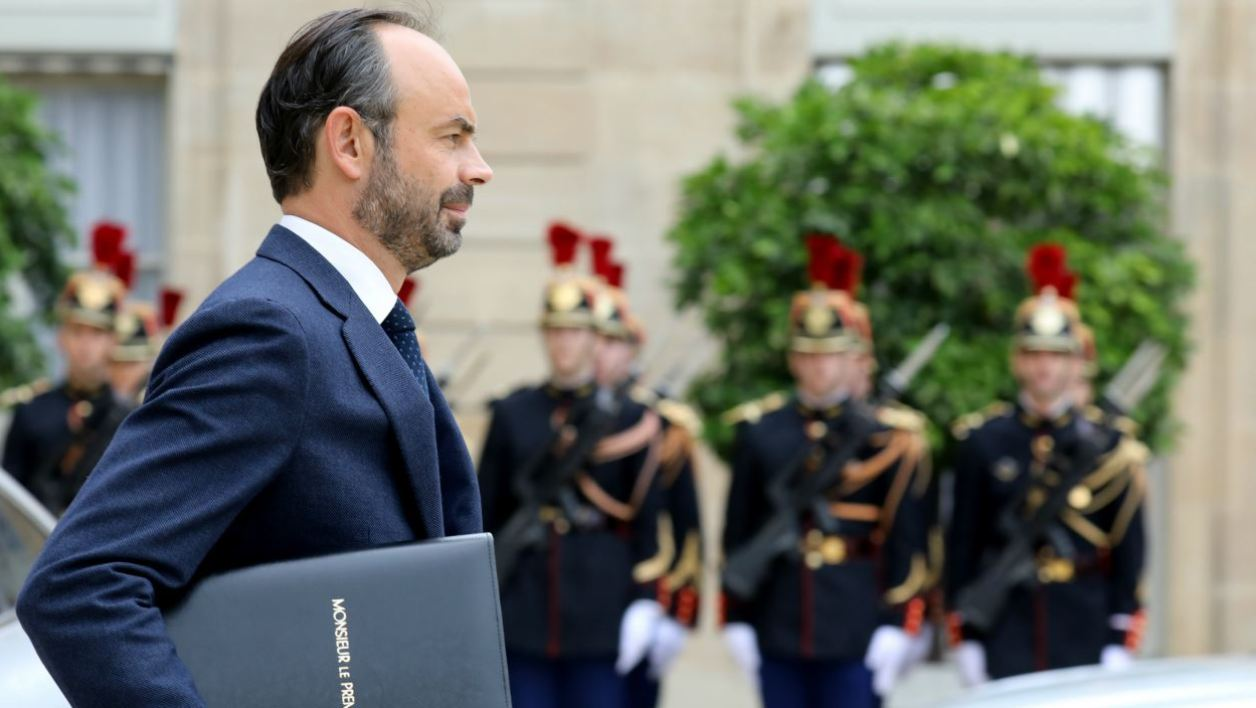 French Prime Minister Edouard Philippe leaves the Elysee Presidential Palace after the weekly cabinet meeting in Paris on October 11, 2017.  LUDOVIC MARIN / AFP