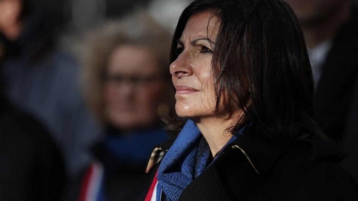 Paris Mayor Anne Hidalgo attends a ceremony in front of the Comptoir Voltaire bar in Paris to mark the third anniversary of the Paris attacks of November 2015 in which 130 people were killed, in Paris on November 13, 2018.  BENOIT TESSIER / POOL / AFP
