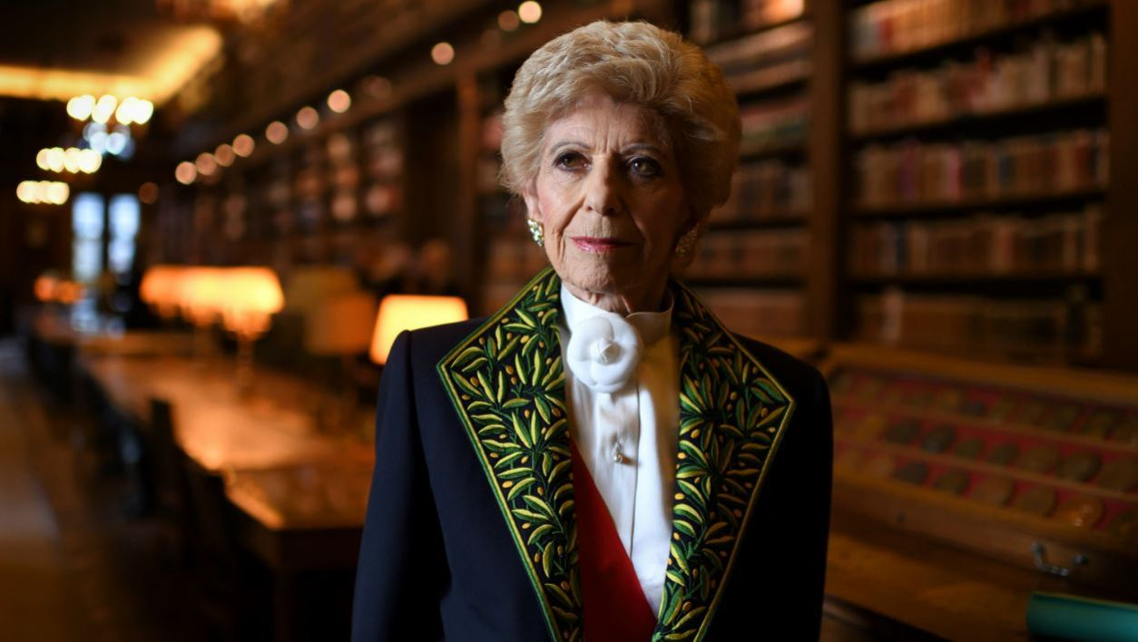 Member of the Academie Francaise (French Academy), Helene Carrere d'Encausse, is pictured in the Academy's library on December 1, 2016 prior to the institution's annual public session in Paris.  Eric FEFERBERG / AFP
