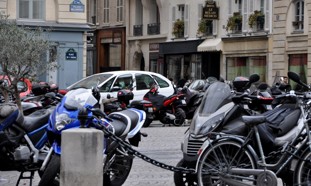 Paris Motos scooters