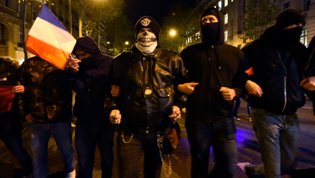 French police officers take part in a rally in Paris on October 20, 2016, to protest over mounting attacks on officers. French police officers demonstrated on Thursday night in Paris, Nice and Lyon, in a series of protests over mounting attacks on officers. BERTRAND GUAY / AFP