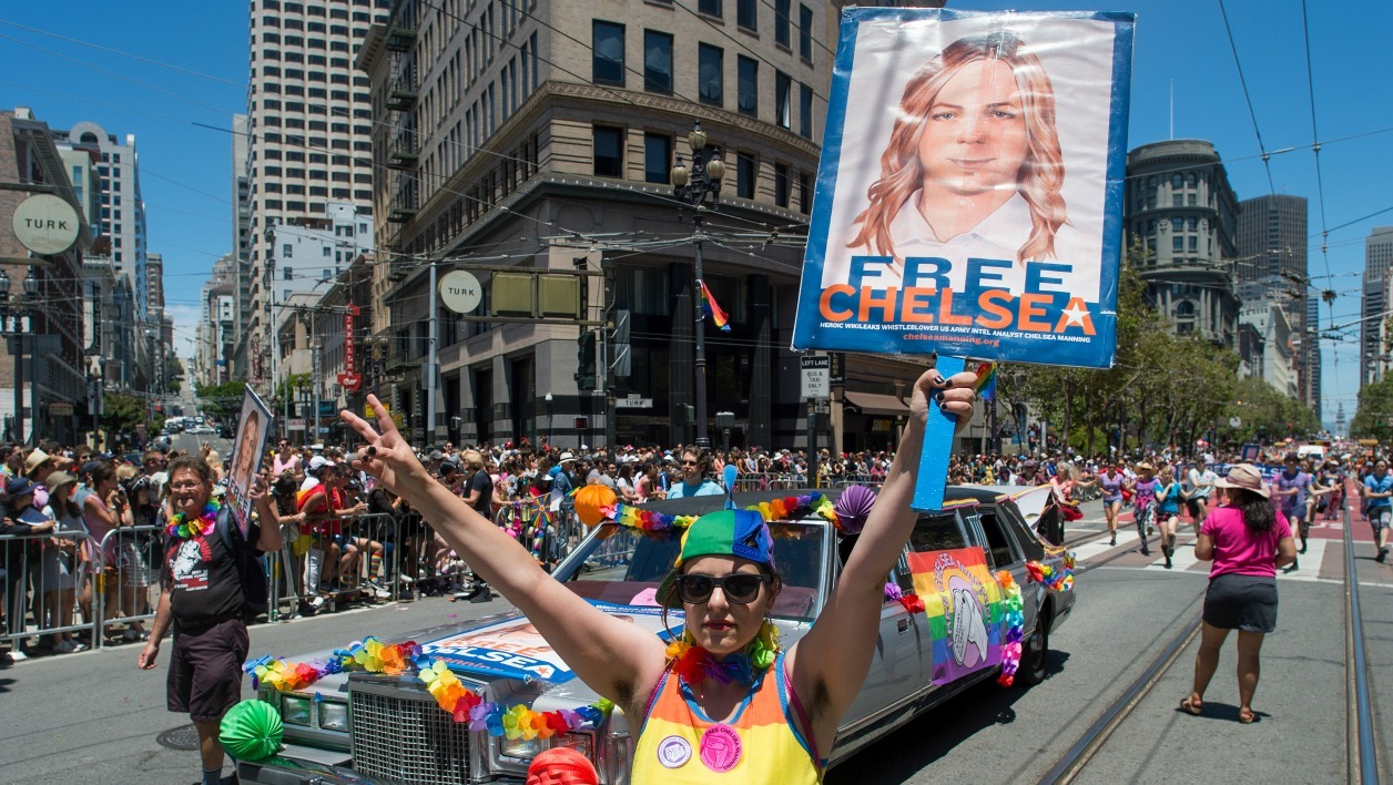 Abigail Edward holds up a sign advocating the release of WikiLeaks whistle blower Chelsea Manning along the Gay Pride parade route in San Francisco, California on Sunday, June, 26, 2016.  Josh Edelson / AFP