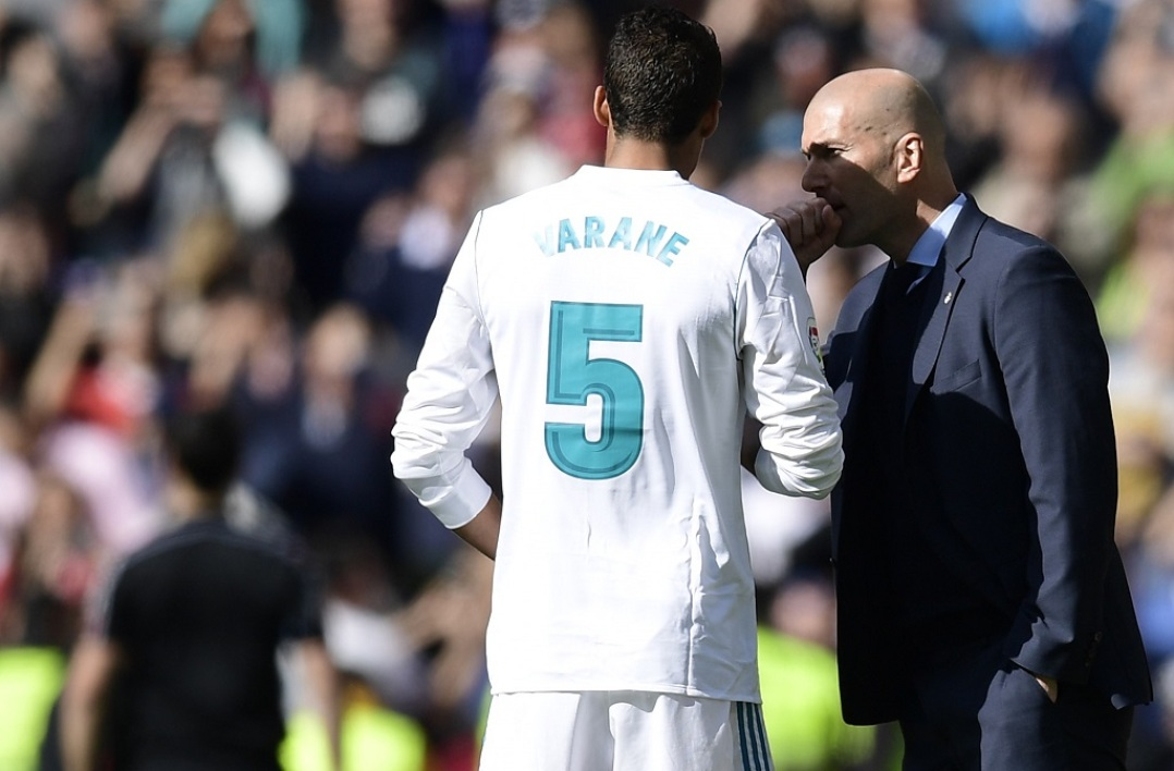 Zidane fait passer un message à Varane — Real Madrid