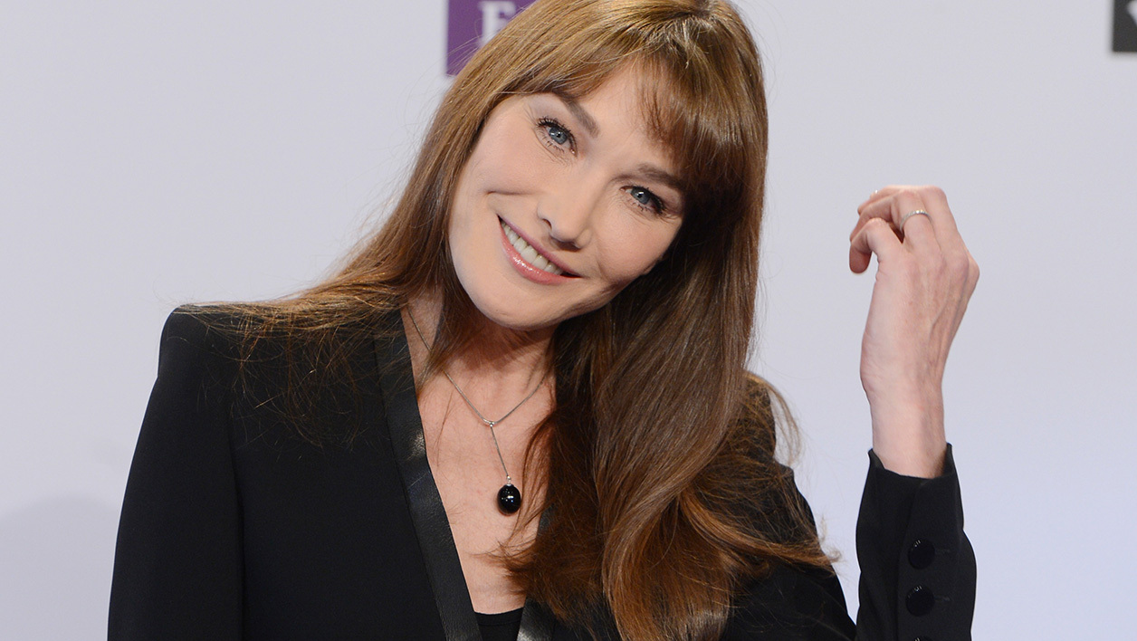 Carla Bruni défend Melania Trump — Photos nues