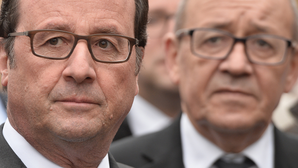 French President Francois Hollande (L) and French Defence Minister Jean-Yves Le Drian arrive for the inauguration of the Liger Renewable Energy Center, in Locmine, western France, on November 4, 2016, on the occasion of the coming into force of a pact to battle global warming. Dubbed the Paris Agreement, it is the first-ever deal binding all the world's
