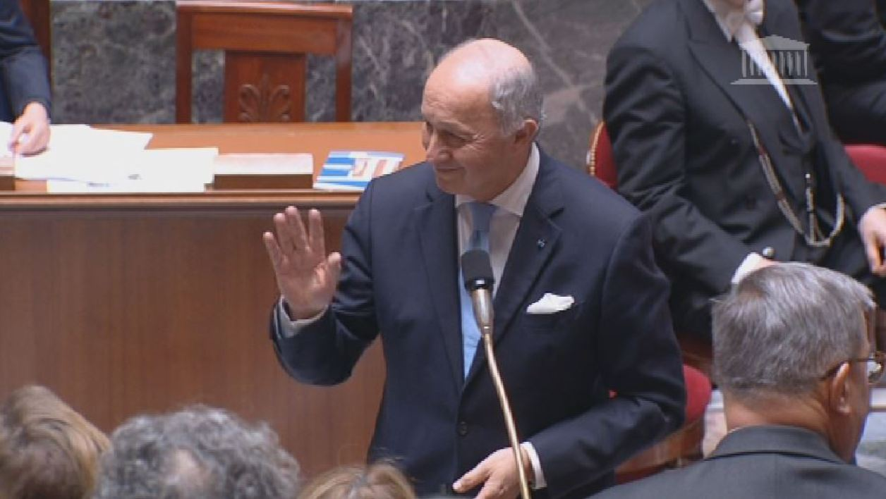 Fabius a été ovationné à gauche et suscité des cris à droite pour sa dernière séances de QAG