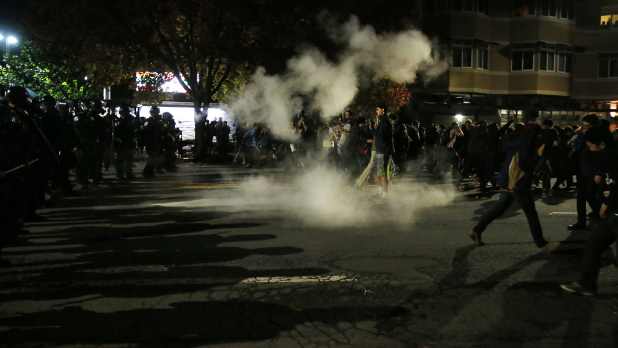 Californie une manifestation contre les bavures polici res d g n re - Maison hillside gipsy a berkeley en californie ...