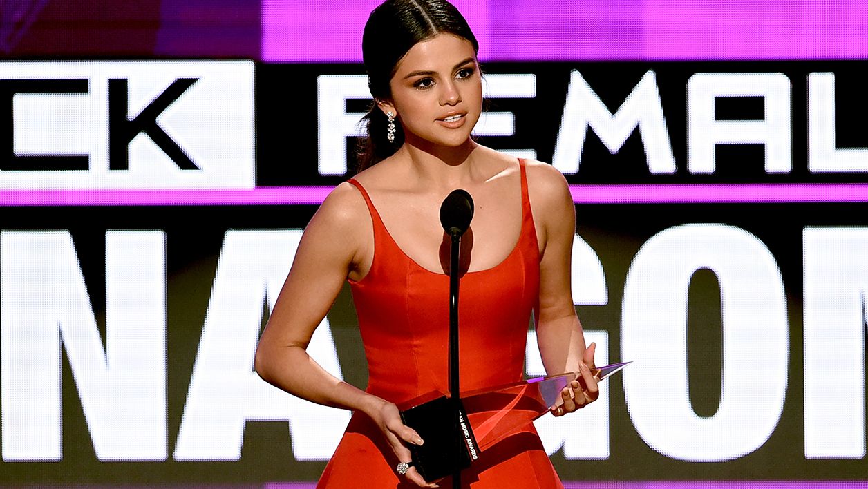 Selena Gomez aux American Music Awards