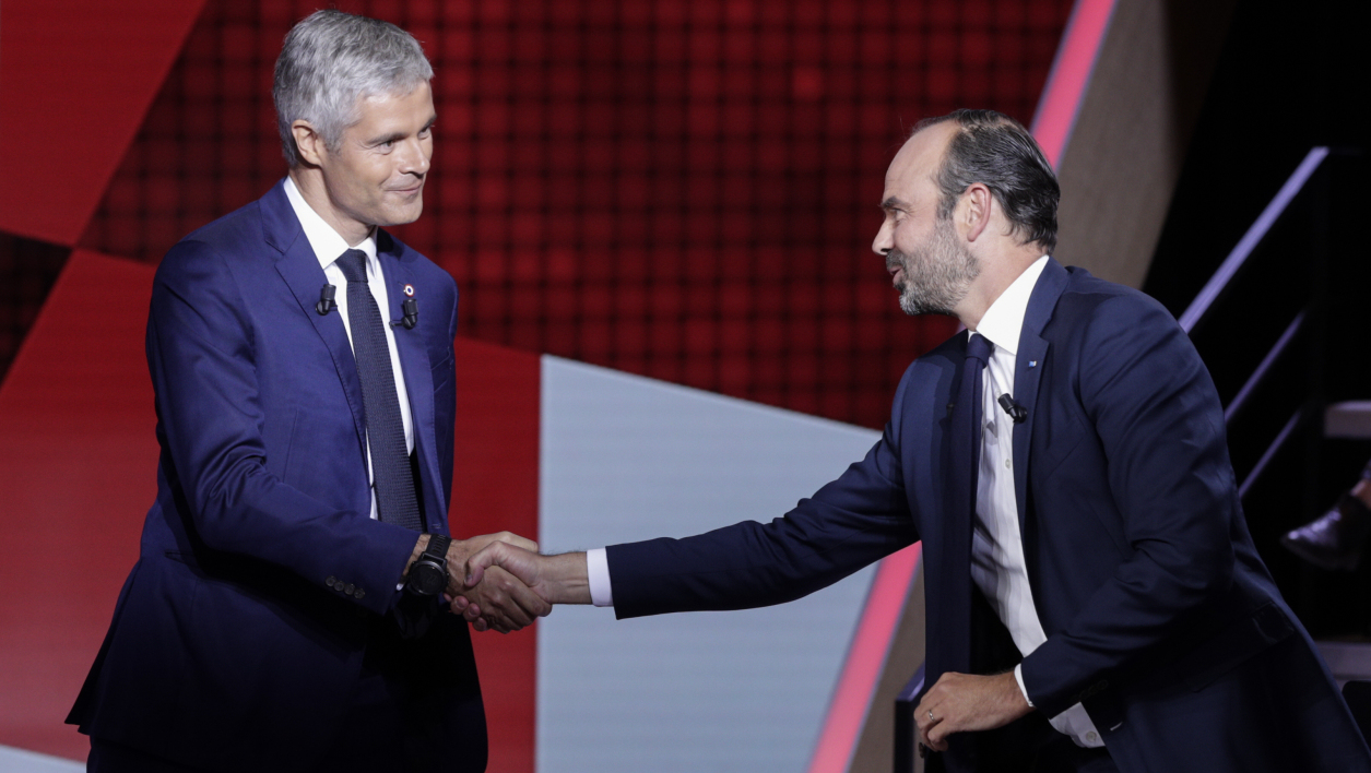 "French Prime Minister Edouard Philippe (R) shakes hands with French right-wing Les Republicains (LR) party president Laurent Wauquiez, during the political TV show ""L'emission politique"", on September 27, 2018 on a set of French TV France 2 in Saint-Cloud, outside Paris.  Geoffroy VAN DER HASSELT / AFP"
