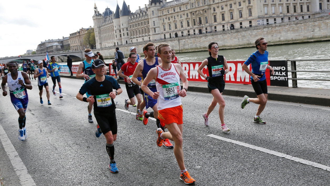 Des coureurs du marathon de Paris, le 6 avril 2014.