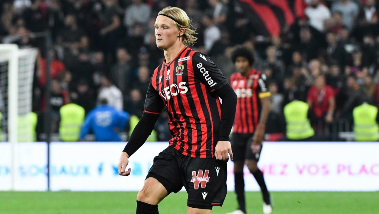 dolberg 181019 iconsport.jpg