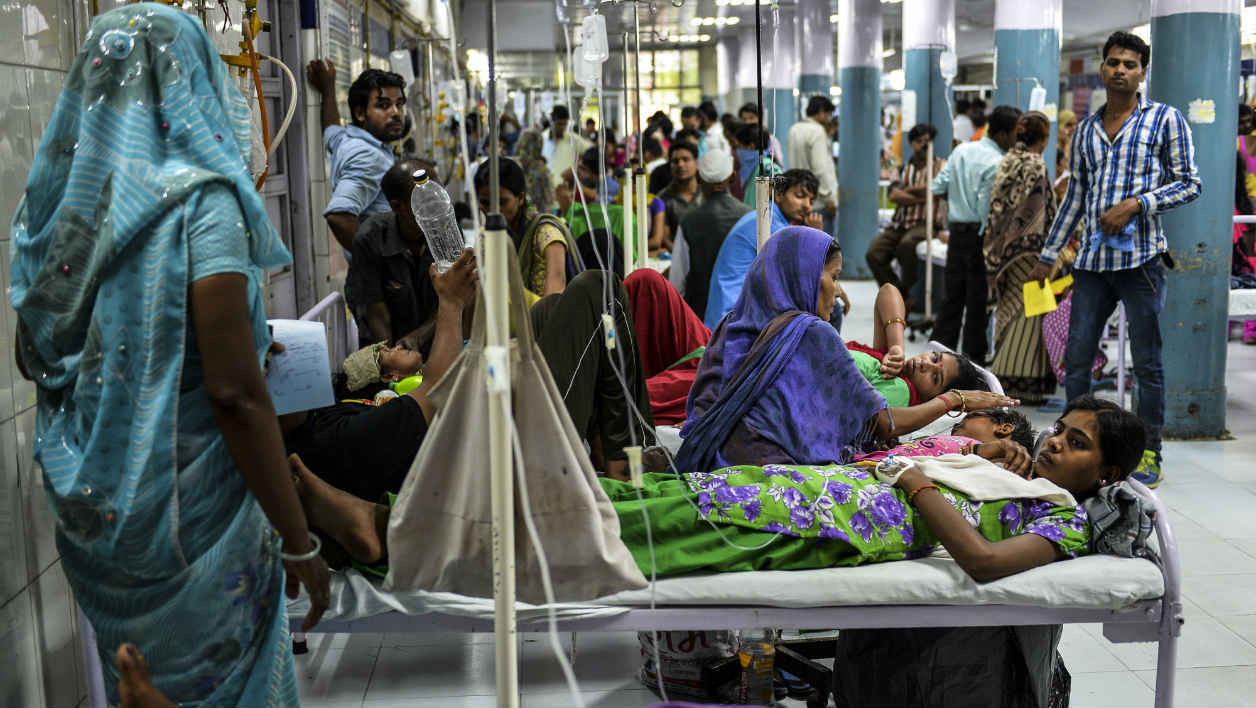 In this photo taken on September 15, 2015 18 year-old patient Radha, suffering from dengue, shares her bed with other patients in a casualty ward of a government hospital in New Delhi. Hospitals in the Indian capital struggled to cope with a flood of patients suffering from dengue fever as the Delhi government warned against turning away anyone seeking treatment.. AFP PHOTO / Chandan KHANNA