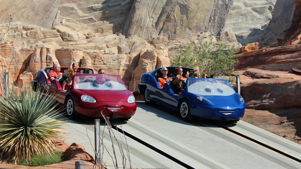 "Les attractions tirées du film d'animation ""Cars"" sont un grand succès à Disneyland, en Californie."