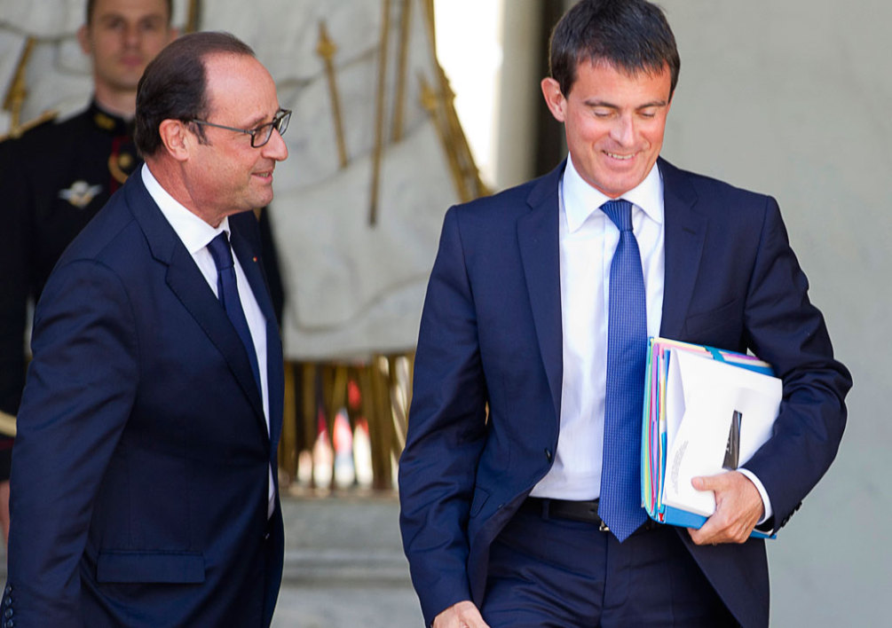 FRANCE, Paris : French President Francois Hollande (L) escorts French Prime Minister Manuel Valls as he leaves the Elysee Palace in Paris on September 3, 2014, after a weekly cabinet meeting. AFP PHOTO/ ALAIN JOCARD