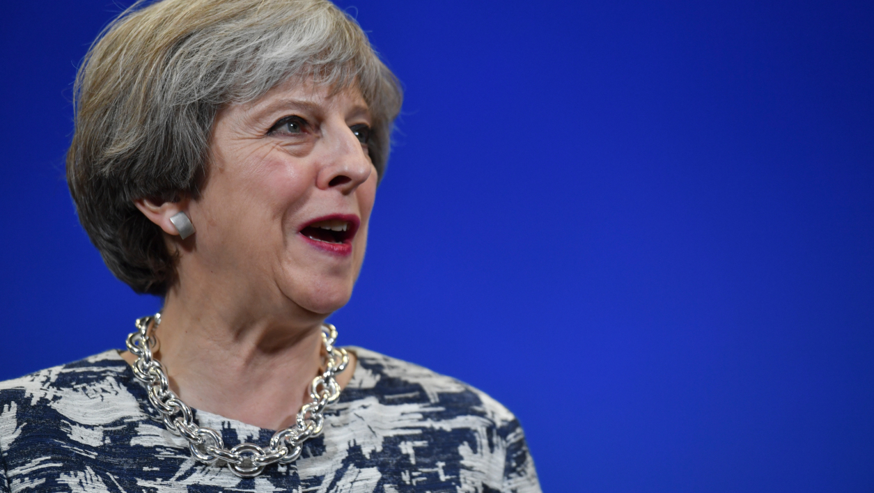 Législatives: Theresa May perd sa majorité absolue (projections)