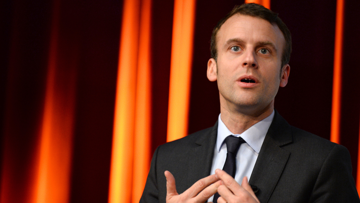 French Economy Minister Emmanuel Macron takes part in an event organized by Mines-Telecom Institue and Cisco at Telecom ParisTech school in Paris on April 13, 2016.  ERIC PIERMONT / AFP