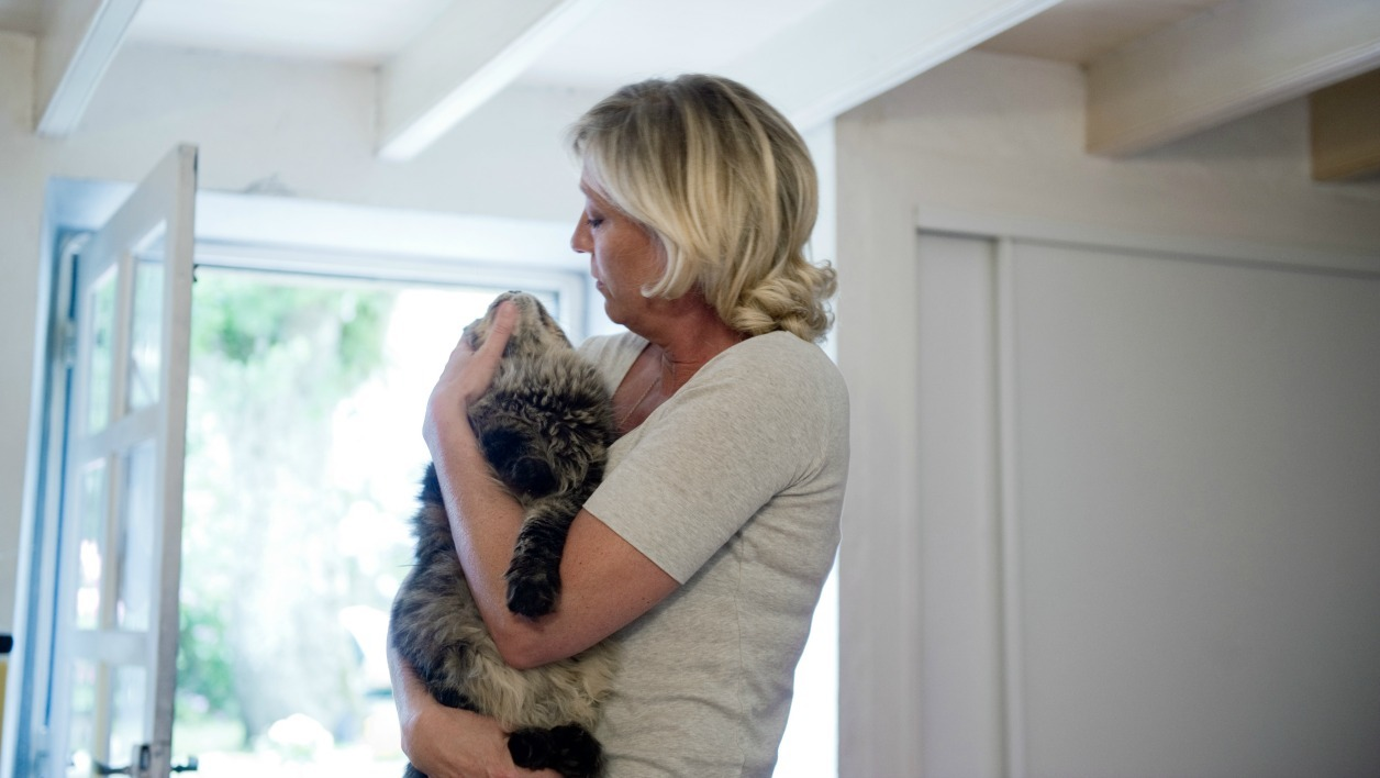 French far right party, the National Front's (FN) vice-president Marine Le Pen strokes her cat at her countryhouse on July 28, 2010 in La Trinite-sur-Mer, northern France. Marine Le Pen, the party founder's 41-year-old daughter and an accomplished media performer, is a member of the European parliament and the Calais regional council, and remains in pole position to succeed her father at the head of the party in January 2011.  AFP PHOTO / MARTIN BUREAU