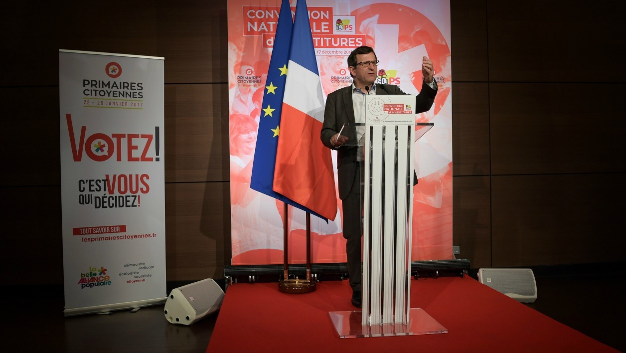 """President of national organization committee of the left-wing primaries called """"Primaires Citoyennes"""" (Citizens Primaries) (CNOP) Christophe Borgel speaks during a meeting in Paris on December 17, 2016.  CHRISTOPHE ARCHAMBAULT / AFP"""