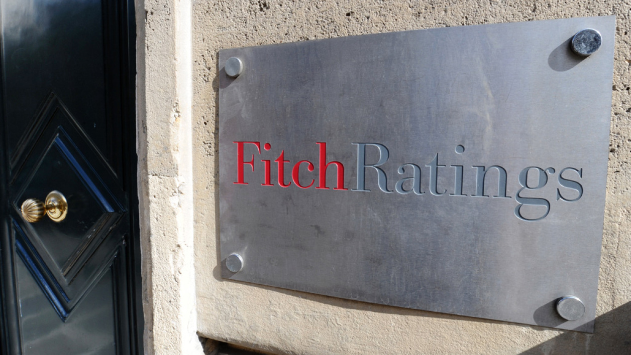 Fitch Ratings envisage, à son tour, d'abaisser la note de la France.