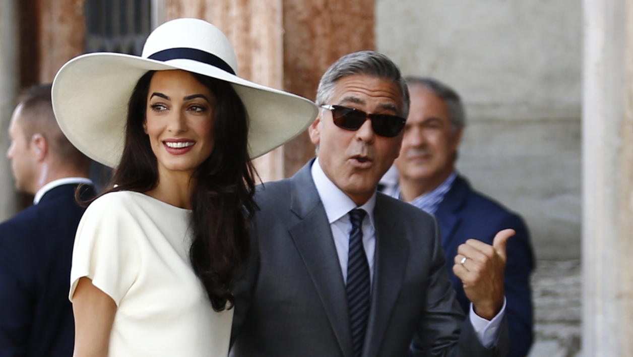 Georges Clooney donne 1 million de dollars — Charlottesville