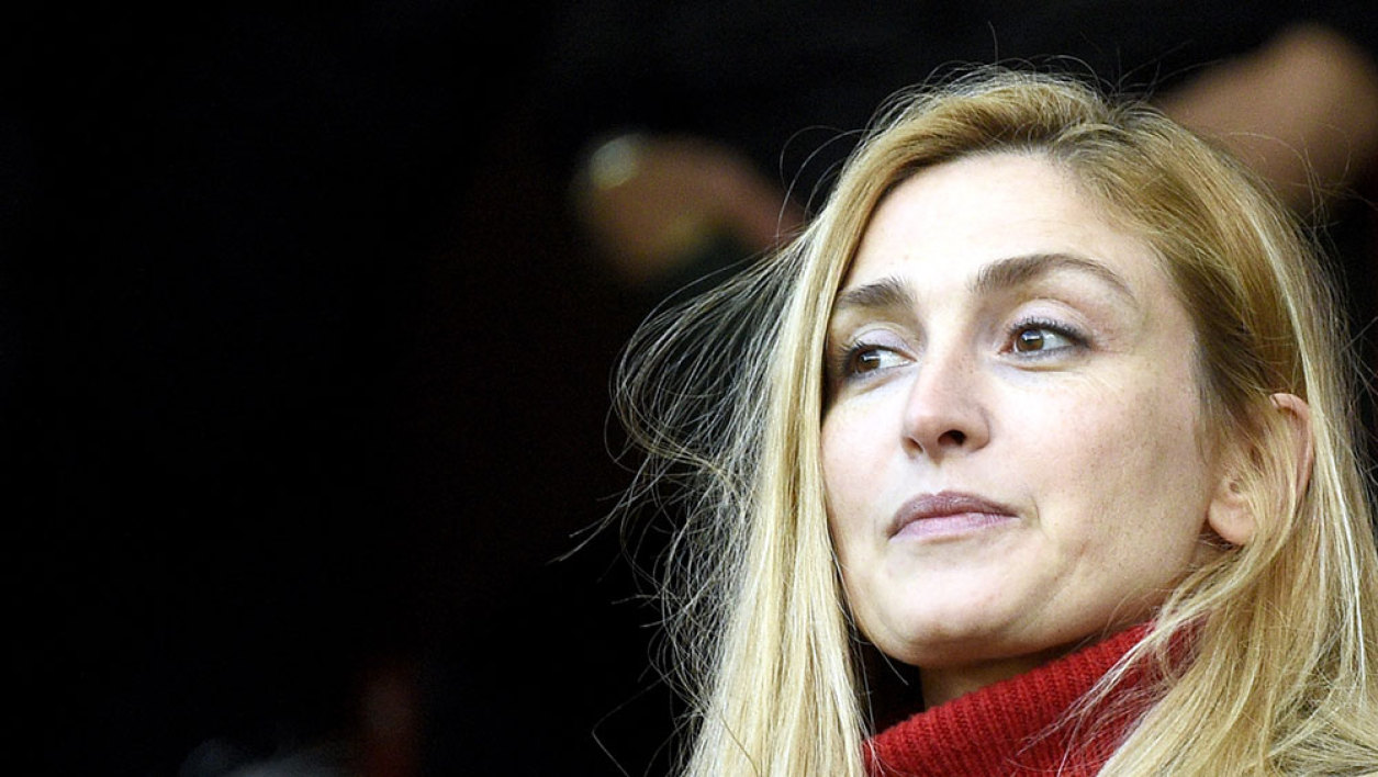 French actress Julie Gayet (L) and Stade Rennais' owner Francois Pinault (R) attend the French L1 football match Rennes against Bordeaux on November 22, 2015 at the route de Lorient stadium in Rennes, western France.