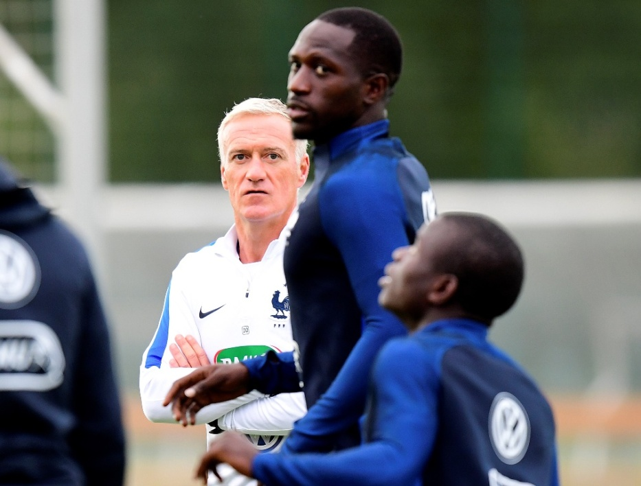 Moussa Sissoko sous le regard de Didier Deschamps