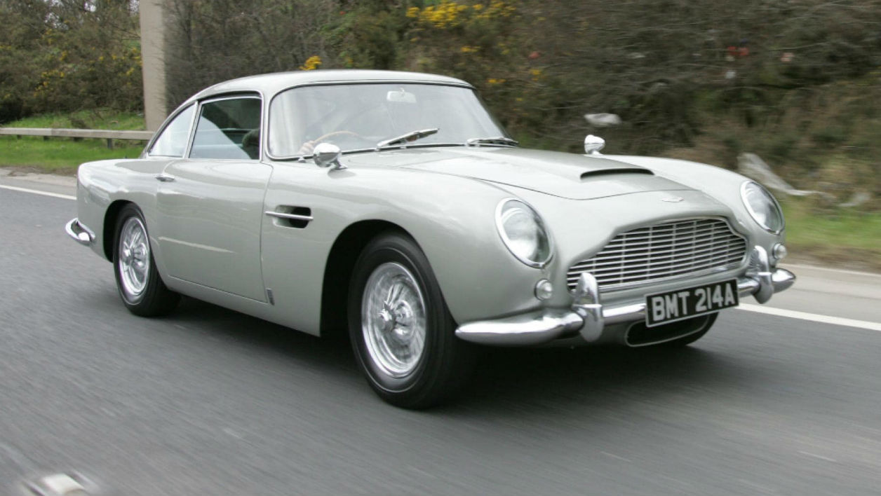 l 39 aston martin db5 de james bond dans goldeneye est vendre. Black Bedroom Furniture Sets. Home Design Ideas