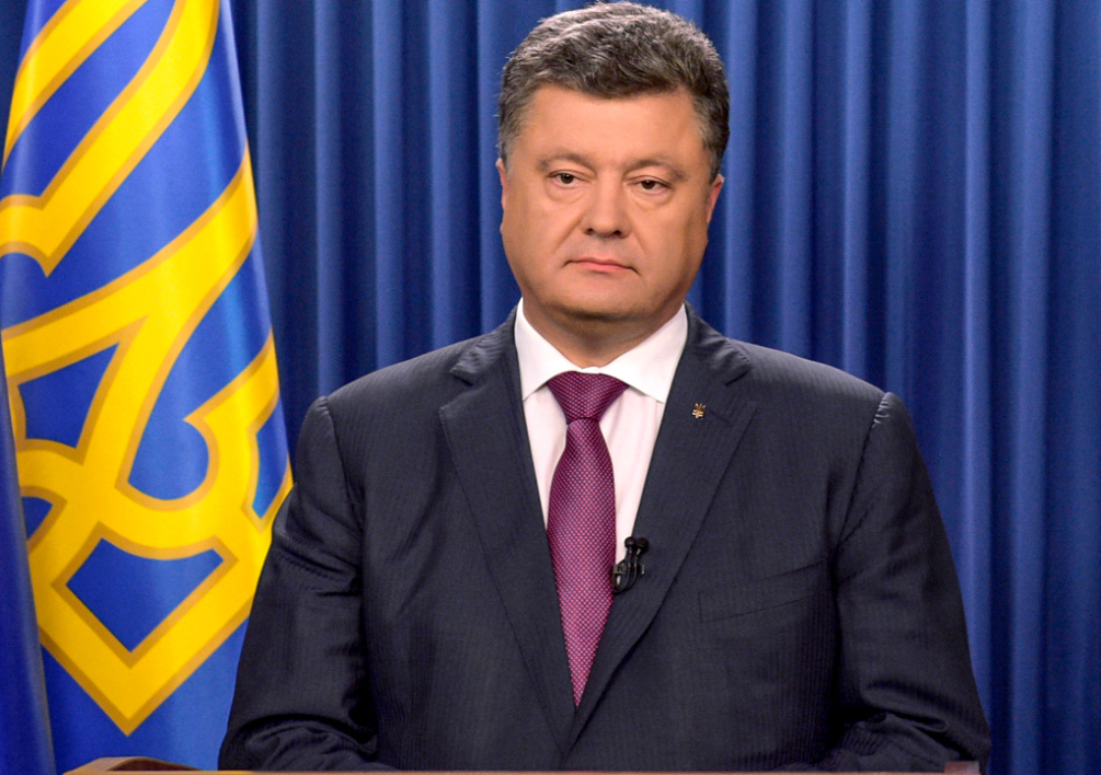 "UKRAINE, Kiev : RESTRICTED TO EDITORIAL USE - MANDATORY CREDIT ""AFP PHOTO / UKRAINIAN PRESIDENTIAL PRESS-SERVICE / MYKOLA LAZARENKO"" - NO MARKETING NO ADVERTISING CAMPAIGNS - DISTRIBUTED AS A SERVICE TO CLIENTS This handout picture taken and released by Presidential press-service shows Ukrainian President Petro Poroshenko during hisTV address to the nation in Kiev on August 25, 2014. Ukraine will hold early parliamentary elections on October 26 following the dissolution of the current assembly by the President Poroshenko. AFP PHOTO/ PRESIDENTIAL PRESS-SERVICE/ MYKOLA LAZARENKO"