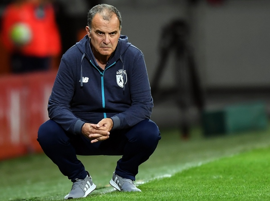 Football. Marcelo Bielsa pousse un