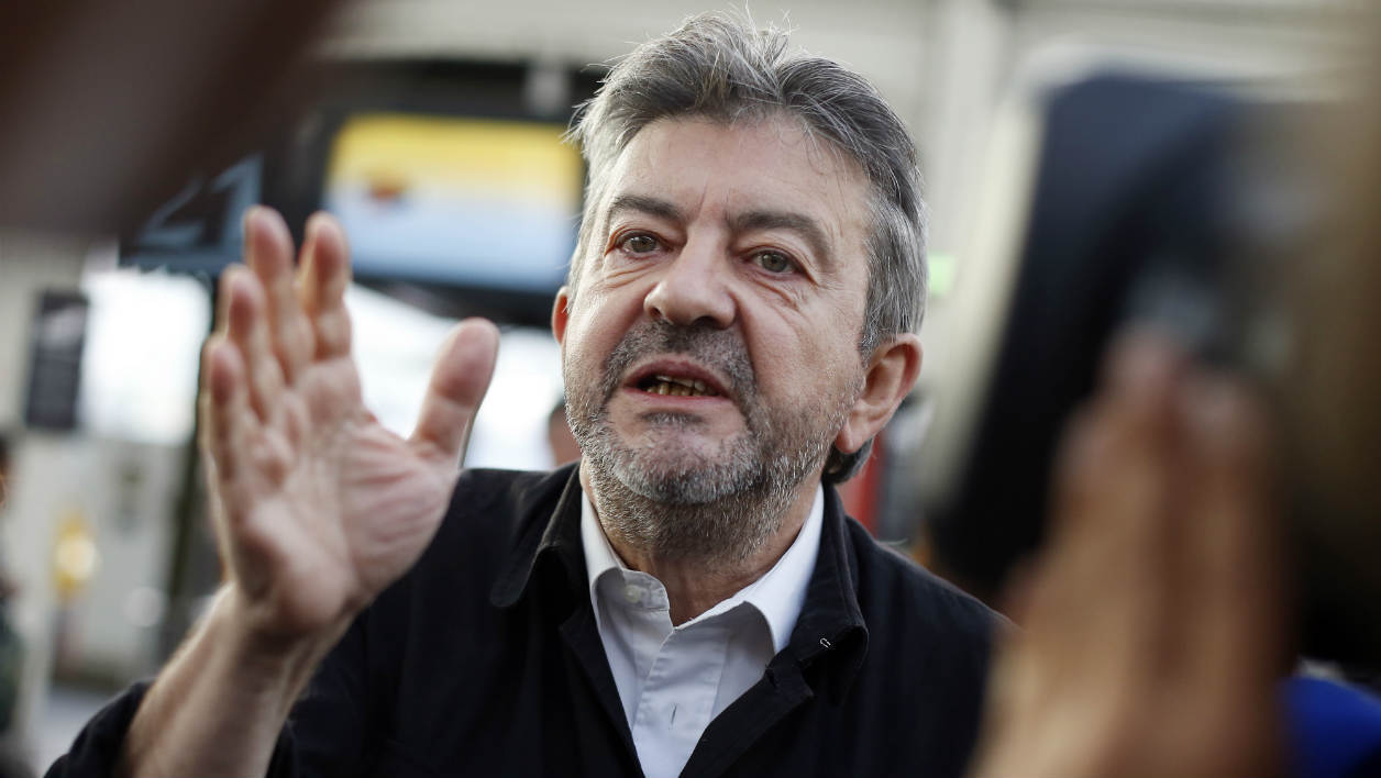 French member of the European parliament and Left Party (Front de Gauche, FG) President Jean-Luc Melenchon gestures as he speaks to journalists after meeting with the former Greek finance minister in Paris on August 23, 2015. AFP PHOTO / THOMAS SAMSON