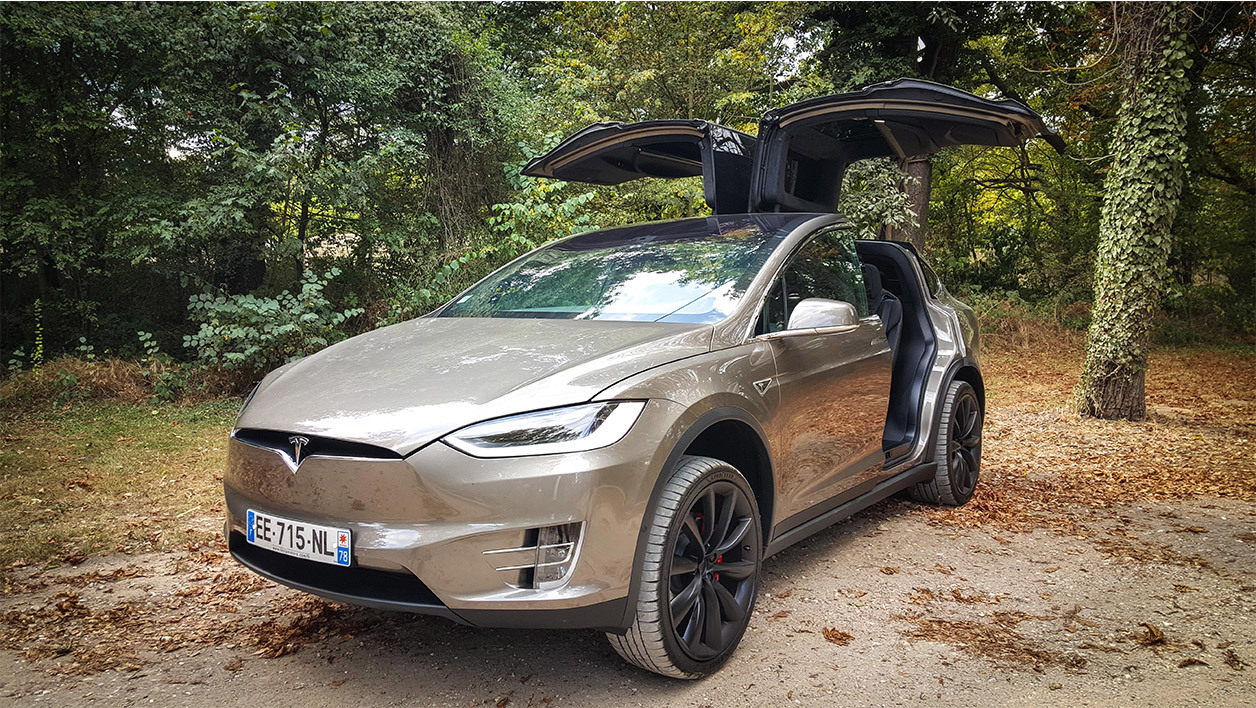 exclu on a essay la model x l impressionnant suv lectrique de tesla. Black Bedroom Furniture Sets. Home Design Ideas