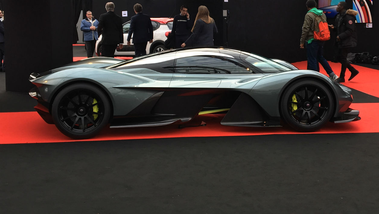 Aston Martin expose la maquette de la RB001 au Festival Automobile International à Paris, jusque dimanche 5 février.