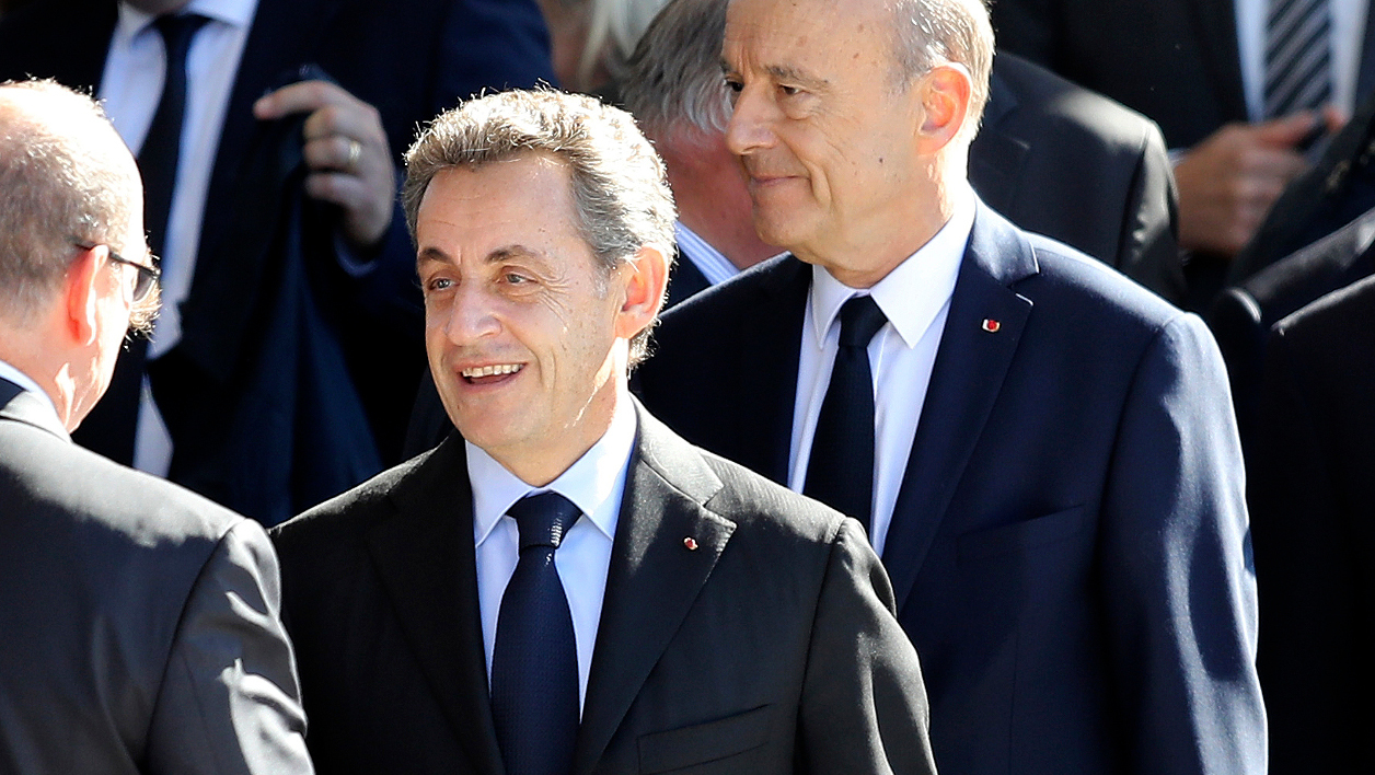 Sarkozy Juppé  - Prince Albert II of Monaco (L) meets candidates for the right-wing Les Republicains (LR) party primaries ahead of the 2017 presidential election, former French president Nicolas Sarkozy (2ndL), former Prime minister and Bordeaux's mayor Alain Juppe (C) and former Prime minister and member of the parliament Francois Fillon (3rdR) during a national tribute on October 15, 2016 in Nice, southeastern France in memory of the victims of the July 14 terror attack in which a truck ploughed into crowds celebrating Bastille Day, killing 86 people and injuring more than 400. In the attack, a 31-year-old Tunisian extremist rammed a 19-ton truck through a crowd of more than 30,000 Bastille Day revellers on the seafront Promenade des Anglais before police shot him dead. The Islamic State (IS) group said the driver of the truck, Mohamed Lahouaiej Bouhlel, was one of its followers.  VALERY HACHE / AFP